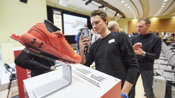 Under Armour mit vernetztem Schuh, der Daten sammelt