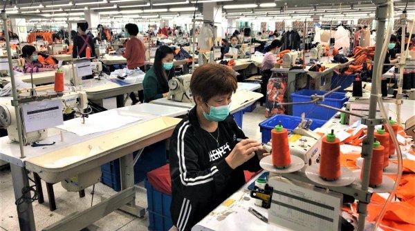 Seit etwa zwei Wochen dürfen die Arbeiterinnen und Arbeiter von KTC wieder in die Fabrik – unter umfangreichen Sicherheitsvorkehrungen.