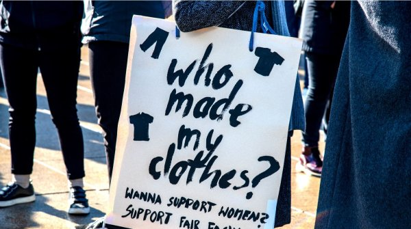 """Who made my clothes?"" Faire Arbeitsbedingungen gehören zu den Forderungen der Fashion Changers."