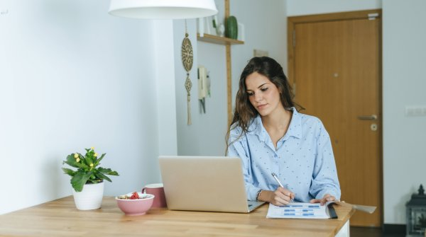 How to work from home office as healthy as possible? ISPO.com gives tips.