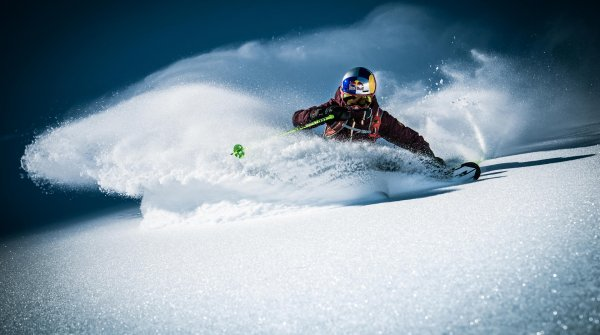 Nadine Wallner skiing in powder snow