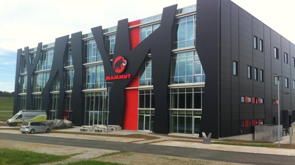Mammut logistics center in Wolfertschwenden.