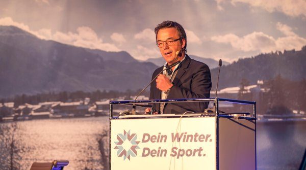"Professor Ralf-Dieter Roth at the summit ""Dein Winter. Dein Sport."""