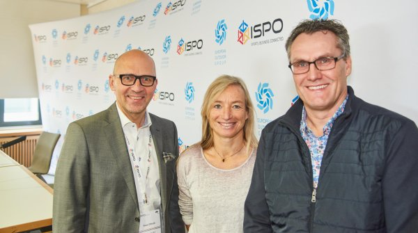 Delighted by the new members of the European Outdoor Group (from the right): EOG President, John Jansen (Keen), Saskia Stock (Transa Backpacking AG) and Klaus Dittrich, Chairman of the Board of Management for Messe München.