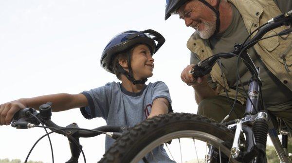 Gemeinsam mit dem Bike auf Tour – so macht Kindern eine Radtour Spaß.
