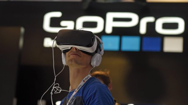 A trade fair visitor tries out some virtual reality glasses at ISPO MUNICH