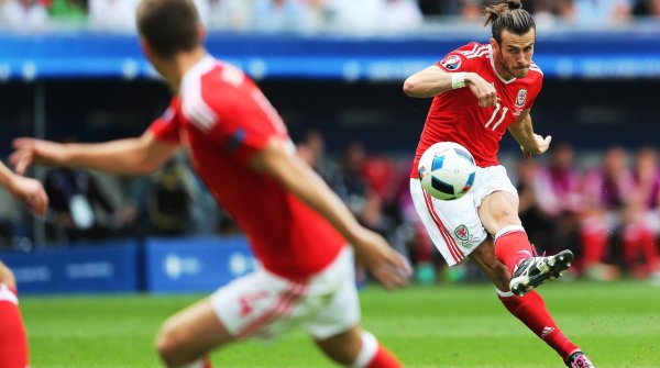 Gareth Bale is successful for Wales at the Euro 2016 with his Adidas X 15 (available starting at a reduced 150 euros).