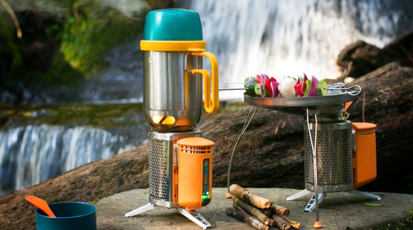 Doesn't smoke and generates energy: The CampStove by BioLite is suitable for any outdoor use.