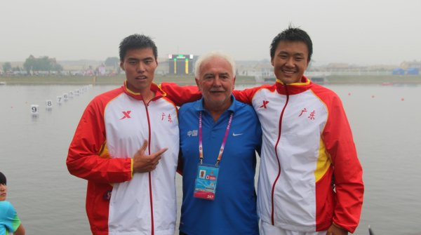 Josef Capousek together with Bi Pengfei (l.) and Li Zhenyu at the 2013 China Games. They came in at third place.