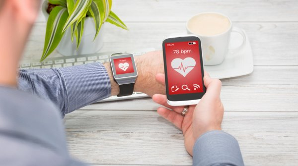 The smartwatch can measure heart frequency, but can the user get something started with the results, as well?