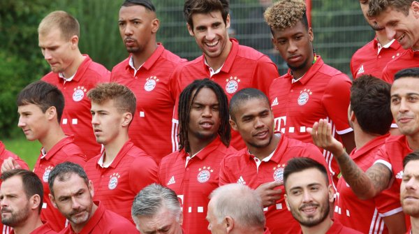 An exuberant mood prevails before the FC Bayern photoshoot.