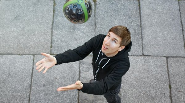 Panono creator Jonas Pfeil shows how to throw the ball camera into the air with as little spin as possible.