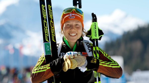 At the World Cup Biathlon in Hochfilzen, Laura Dahlmeier sweeps the board like nobody before: five gold medals and one silver – incredible!