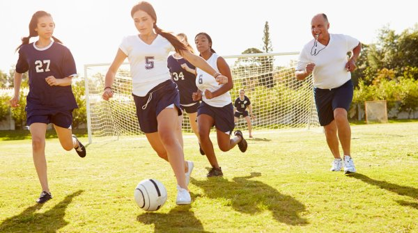 Teenagers who more often engage in sports classes at school are more satisfied.