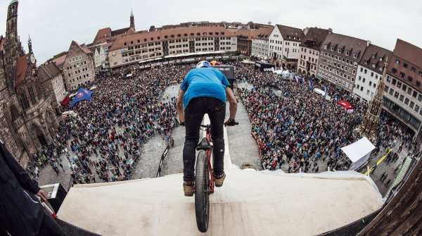 Der Red Bull District Ride 2017 war das Finale der FMB Diamond Series 2017.