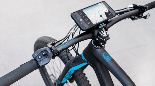 Cobi uses the smartphone and connects (e-)bikers with, among other things, navigation apps
