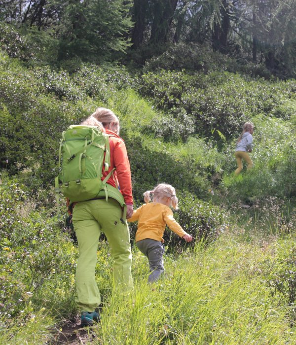 Being outdoors playfully promotes the health and personality development of children.