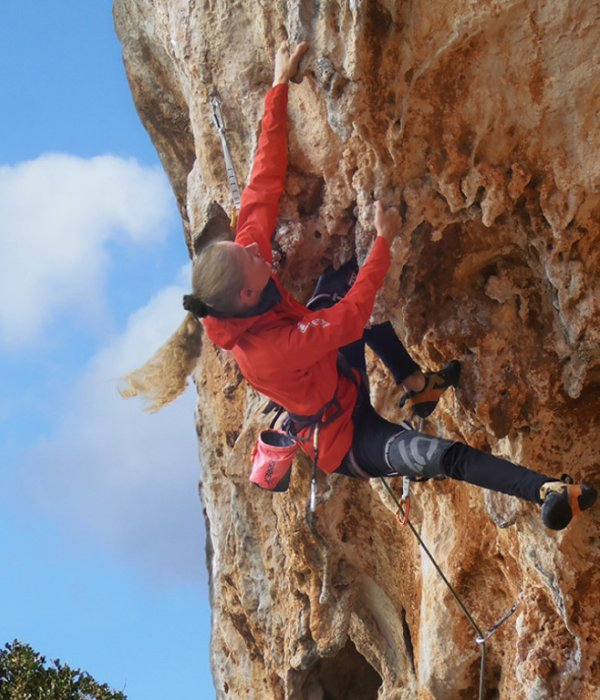 """Outstanding mobility"" offers the jacket for climber Andi."