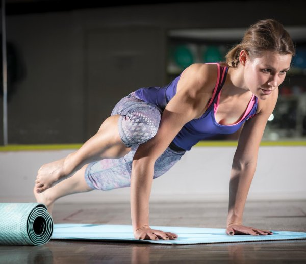 A fitness mat that can roll itself up: This is the mat by YoYo Mats.